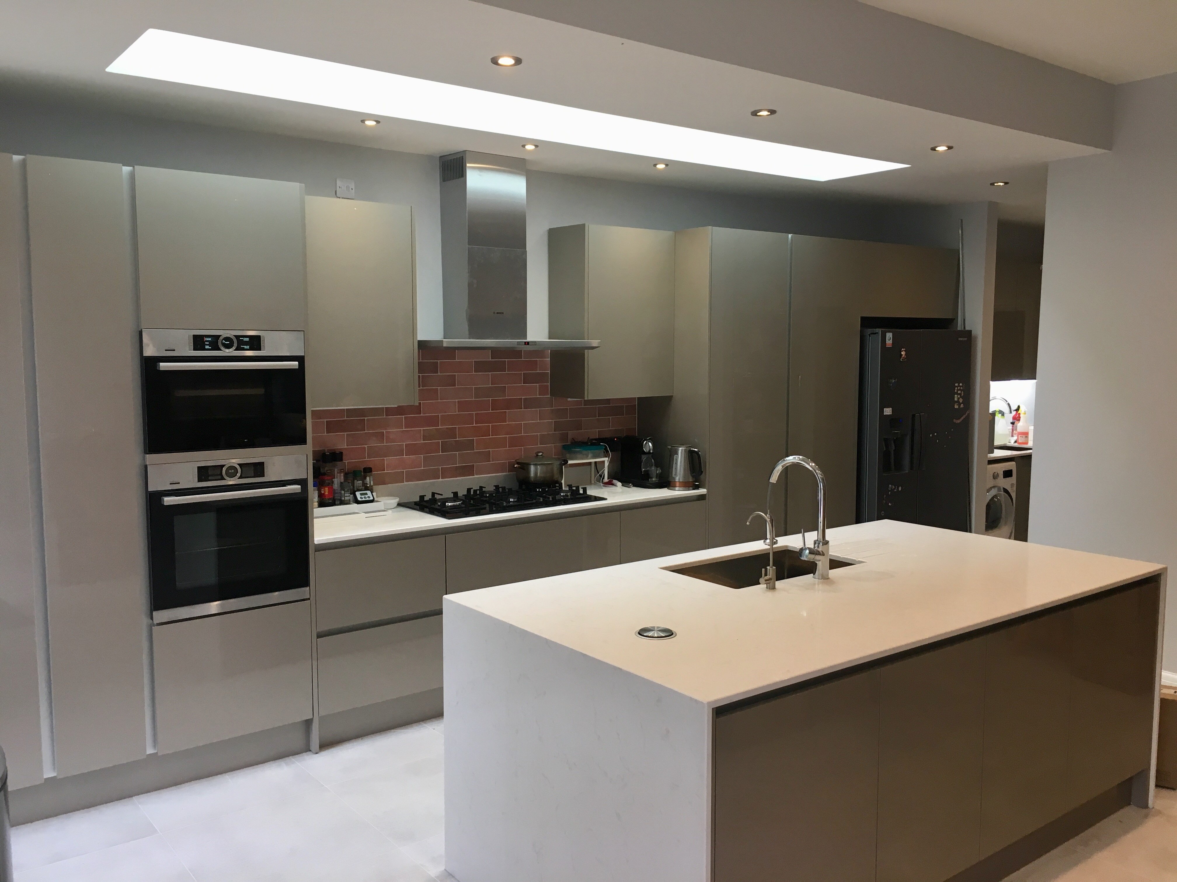 Modern Handleless Kitchens